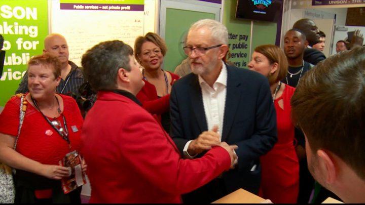 Trabalhistas do Reino Unido votam pela abolição de escolas particulares na conferência do partido