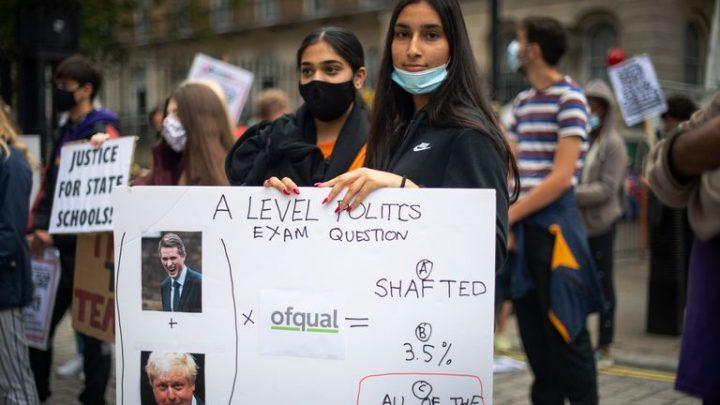 Governo Britânico interfere em notas de exame nacional cancelado e é questionado