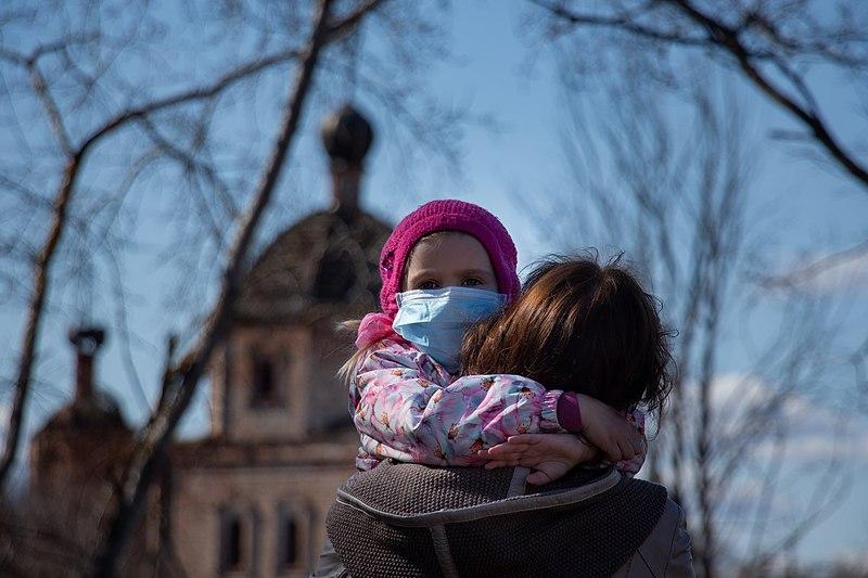 Harvard: Crianças propagam muito mais o vírus da COVID-19 do que se pensava