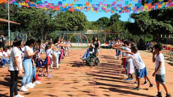 Projetos suspendem nova política de educação especial apresentada pelo governo